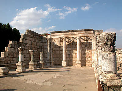 Capernaum_synagogue.jpg - 24549 Bytes